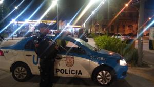 Rio de Janeiro: Policiais impedem assalto e libertam nove reféns de estabelecimento