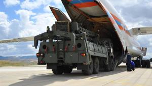 A Turquia começou a receber nesta sexta-feira (12) equipamentos do sistema russo de defesa-antiaérea S-400
