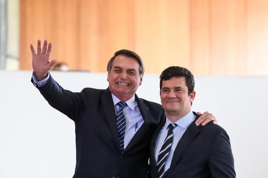 Resultado de imagem para Pesquisa Datafolha aponta Moro com aprovação de 53%, acima de Bolsonaro