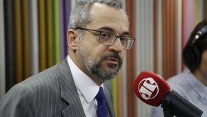 Weintraub promete resolver situação de gabaritos trocados no Enem