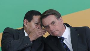 Bolsonaro sobre possível chapa com Moro: 'Estou casado com Mourão e sem amante'