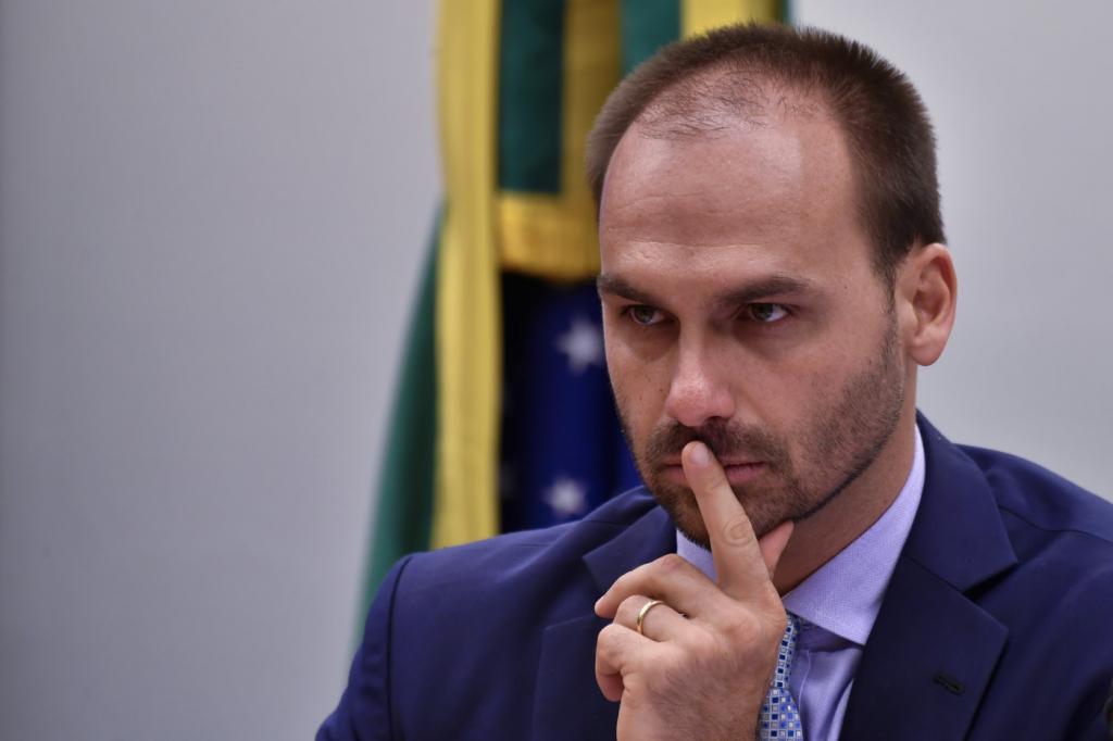 Dia triste para quem é honesto, diz Eduardo Bolsonaro sobre soltura de Lula