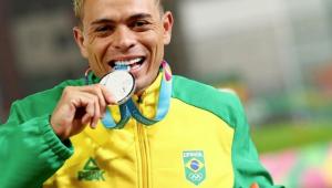 Altobeli é ouro nos 3.000m com obstáculos