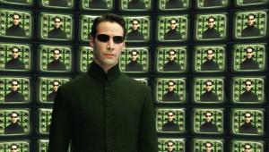 Neo e Trinity aparecem juntos no set de 'Matrix 4'; assista