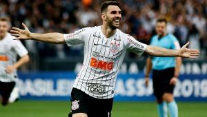Jogador Mauro Boselli jogando pelo Corinthians