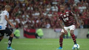 Gerson durante partida no Flamengo