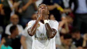 TV flagra suposta critica de Benzema a Vinicius Júnior: 'Ele joga contra nós'; assista