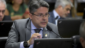 O senador Alessandro Vieira