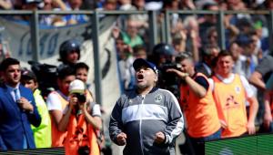 Impasse sobre contrato coloca permanência de Maradona no Gimnasia em dúvida