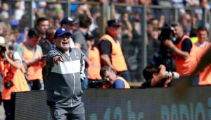 Parte do grupo de risco, Maradona não participa do treino do Gimnasia