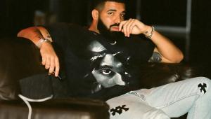 Drake é vaiado em show surpresa e encerra apresentação; assista