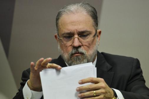 Aras pretende manter diálogo 'permanente e duradouro' com MPF