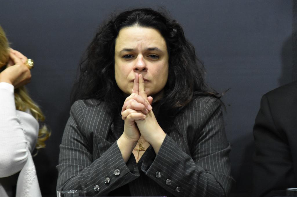 """""""Essa investigação foge de todos os parâmetros"""", diz Janaína sobre decisão de Moraes"""