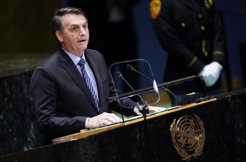 O presidente Jair Bolsonaro discursando em frente a microfone na Assembleia Geral da ONU em 2019