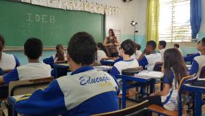 Doria promete piso de R$ 4 mil e plano de carreira para professores