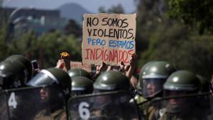 Milhares de pessoas saem às ruas para celebrar 1 mês de protestos no Chile