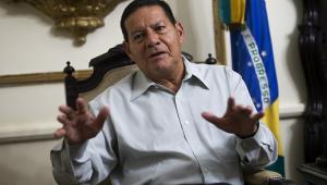 'Em time que está ganhando não se mexe', diz Mourão sobre divisão de ministério