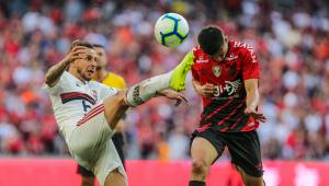 Rafinha fica perto de deixar o Flamengo para fechar com o Olympiacos