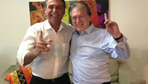 Bolsonaro anunciará saída do PSL a deputados nesta terça-feira