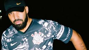 Drake usa camisa do Corinthians e quase arruma briga em bar