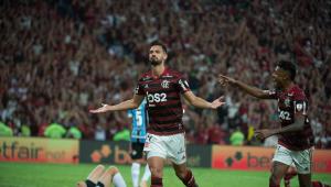 Flamengo acerta empréstimo de zagueiro Pablo Marí ao Arsenal
