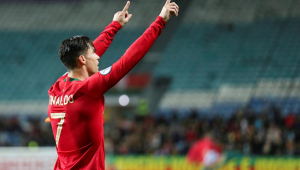 Ronaldo marca 3 e Portugal fica perto da Euro; Inglaterra massacra e garante vaga