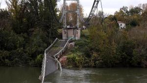 França investiga desabamento de ponte; uma pessoa morreu e pelo menos duas seguem desaparecidas