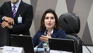 Senadora mulher preside sessão em comissão do Senado