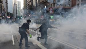Polícia de Hong Kong ameaça disparar 'munições reais' contra manifestantes