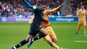 França vence Moldávia de virada e se classifica com a Turquia para a Eurocopa
