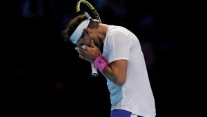 Zverev supera Nadal em duelo de atual campeão contra número 1 no Finals