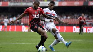 Athletico vence o São Paulo no Morumbi com ajudinha de Volpi