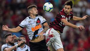 Em clássico com 8 gols e 2 viradas, Flamengo e Vasco empatam no Maracanã