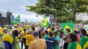 Fotos: manifestantes começam a se reunir para atos contra Gilmar Mendes