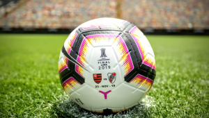 Conmebol apresenta bola da final da Libertadores entre Flamengo x River Plate