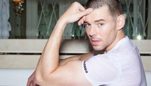 Astro de 'Sense 8' revela que é gay: 'Eu não podia ser quem era'