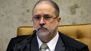 'Brasil passa por uma instabilidade institucional', diz Ana Paula Henkel