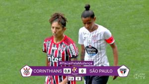 Placar de Corinthians x São Paulo é alterado para mostrar diferença salarial entre homens e mulheres