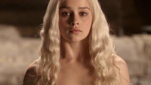 'Game of Thrones': Emilia Clarke revela pressão em cenas de nudez para não 'decepcionar' fãs