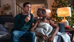 E.T. se encontra com Elliott novamente em comercial; veja