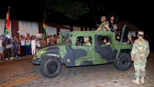 Bolivianos tentam retomar normalidade; oposição quer eleger governo de transição