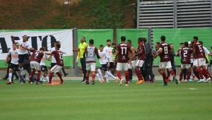 Jogo entre Flamengo e Corinthians termina em confusão no Brasileirão sub-20; vídeo