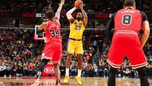 LeBron James bate novo recorde, Lakers vencem pela 12ª vez e lideram a NBA