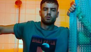 Liam Payne é criticado por fetichizar mulheres bissexuais em canção