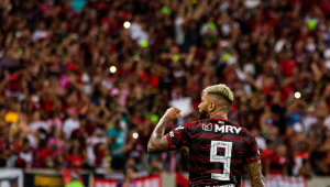 Flamengo embarca para sonhada final da Libertadores