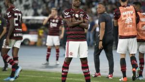 Flamengo bate Botafogo e mantém 8 pontos de vantagem para o Palmeiras