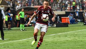 Flamengo oficializa saída de Rafinha para o Olympiacos, da Grécia
