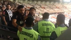 Racismo: jogadores brasileiros saem chorando de campo