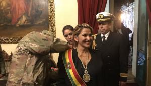 Senadora Jeanine Áñez assume presidência interina da Bolívia