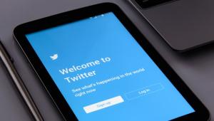 Decolar xingando muito no Twitter